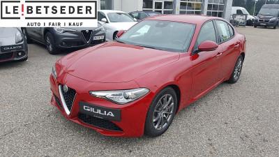 Alfa Romeo Giulia Super 2,2 150 MT RWD bei Autohaus Leibetseder GmbH in Ihre Fahrzeugfamilie