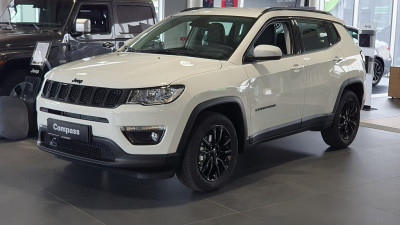 Jeep Compass 1,3 MultiAir T4 FWD 6MT NIGHT EAGLE bei HWS || Autohaus Leibetseder GmbH in